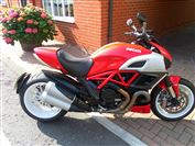 Ducati DIAVEL Red/ White stripe (2013/13)
